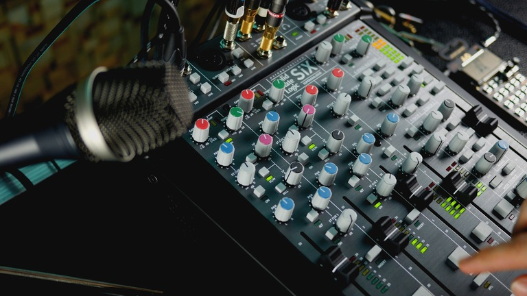 4 Features of the SSL SiX You May Not Know About