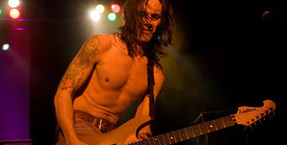 Nuno Bettencourt Rig Tour in Total Guitar magazine