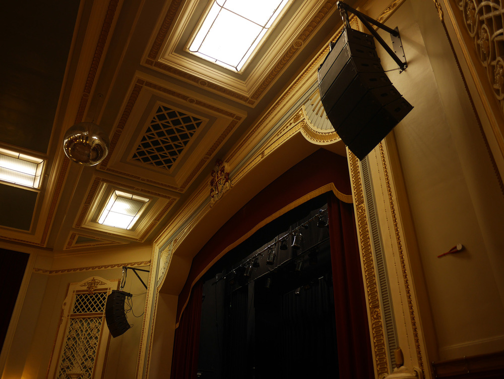 Islington Assembly Hall chooses JBL VTX A8 system