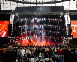 JBL Professional VTX V20 Line Array Loudspeakers In Action
