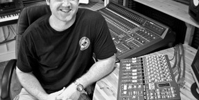 Prolific house producer Richard Earnshaw installs X-Desk